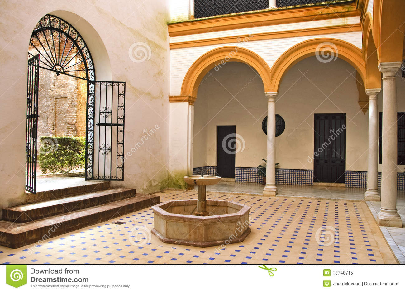 Patio andaluz foto de archivo libre de regal as imagen - Un patio andaluz ...