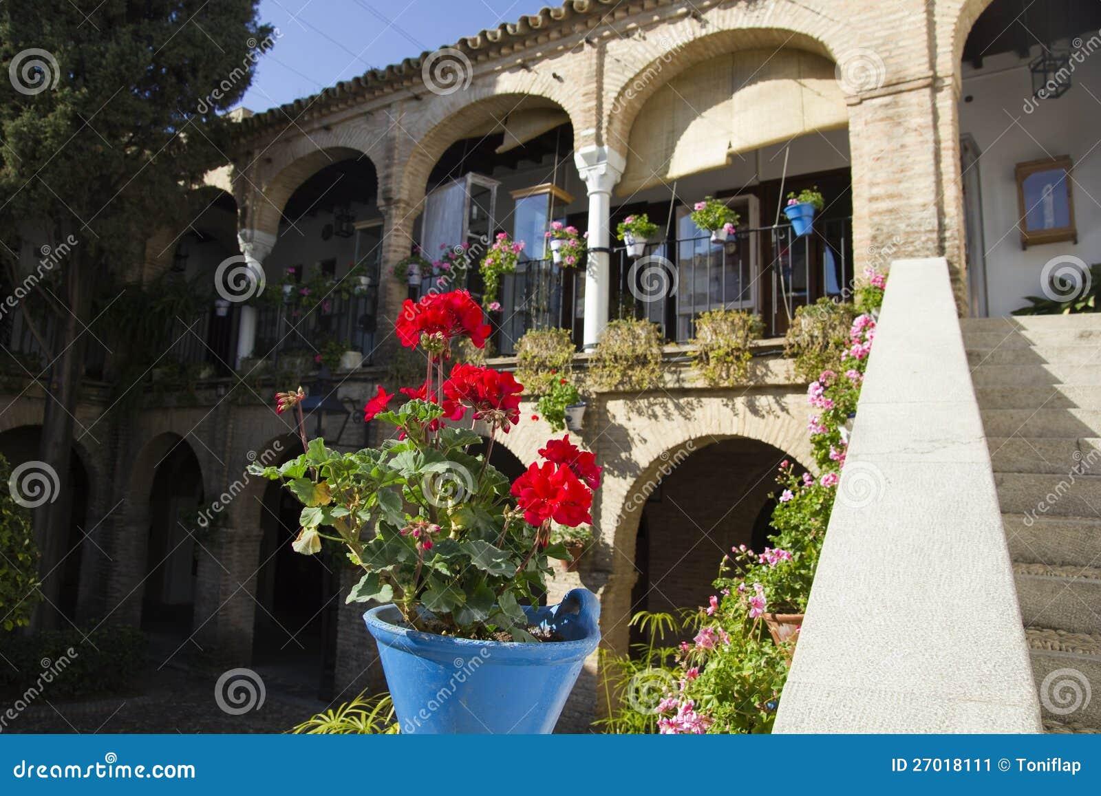 Patio andaluz imagen de archivo imagen de brillante - Fotos patio andaluz ...