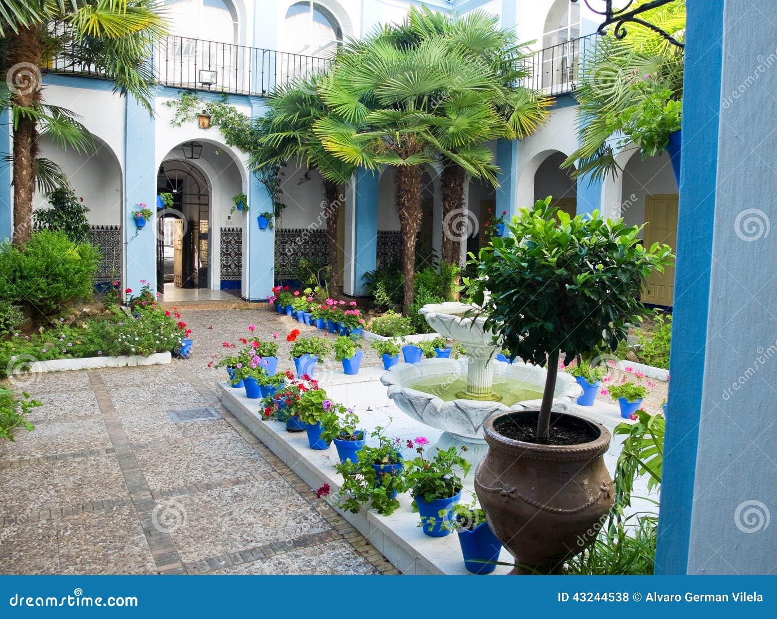 Patio andaluz t pico en c rdoba andaluc a espa a foto de - Fotos patio andaluz ...