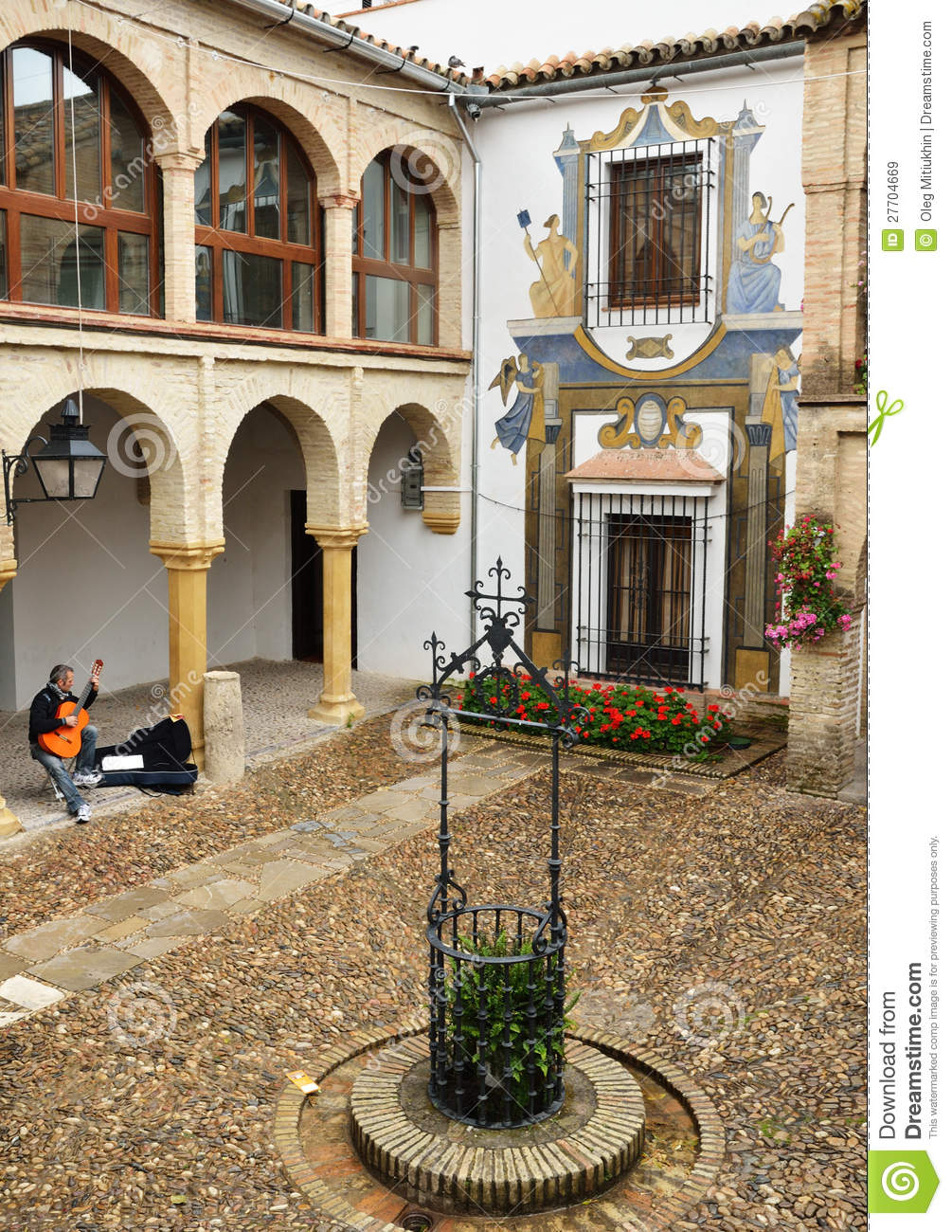 Patio de la maison espagnole antique image stock ditorial for Decoration espagnole maison