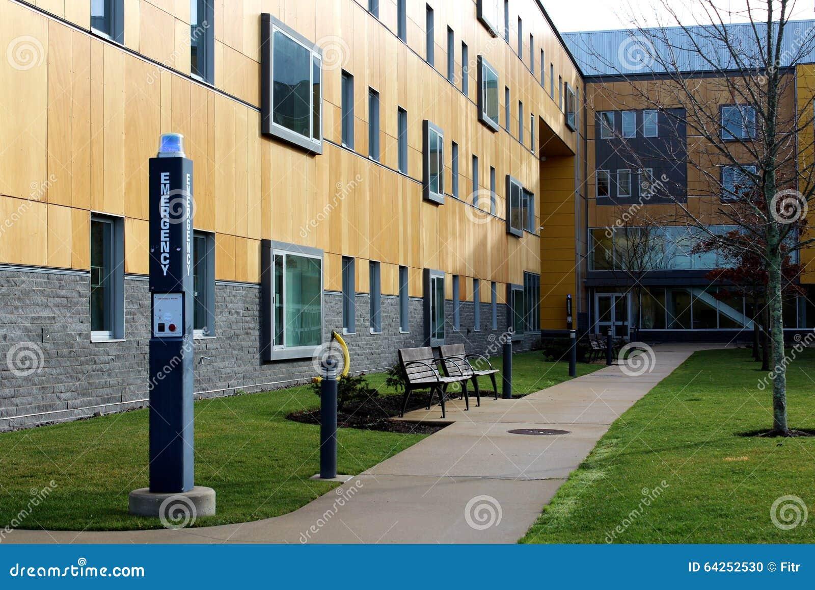 Patio en campus de la universidad