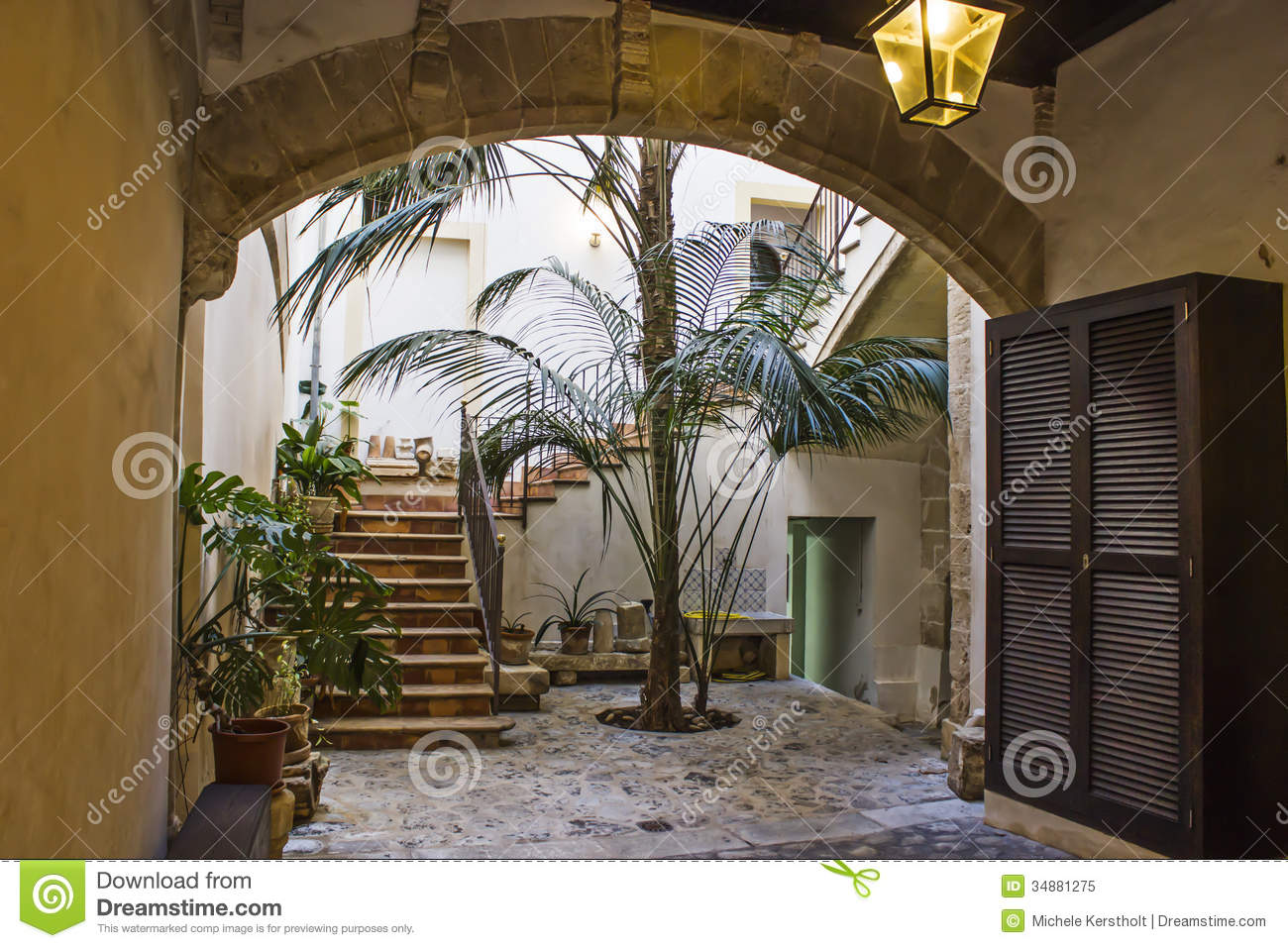 Patio Espagnol Photo Stock Image Du Abat Horizontal 34880836