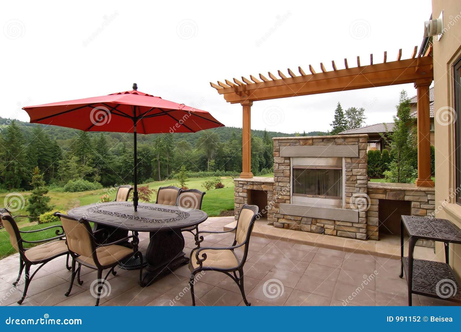Patio ext rieur photo stock image du pr sidence chemin e for Plan patio exterieur
