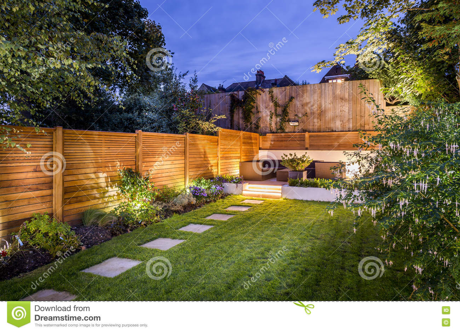 Patio Extérieur Darrière Cour Image Stock Image Du Jardin Maison