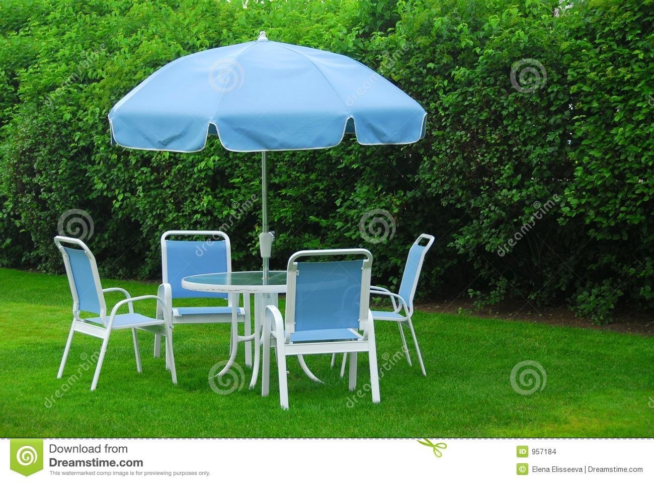 Patio Furniture On Lawn Stock Images Image 957184