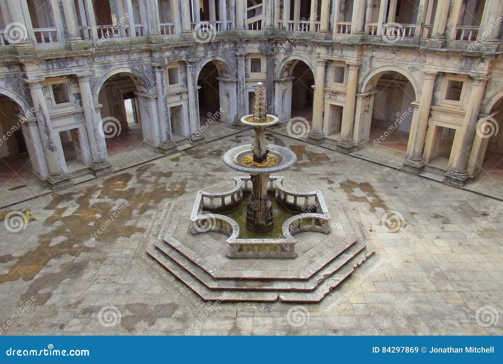 Patio interior del convento de Cristo Tomar Portugal