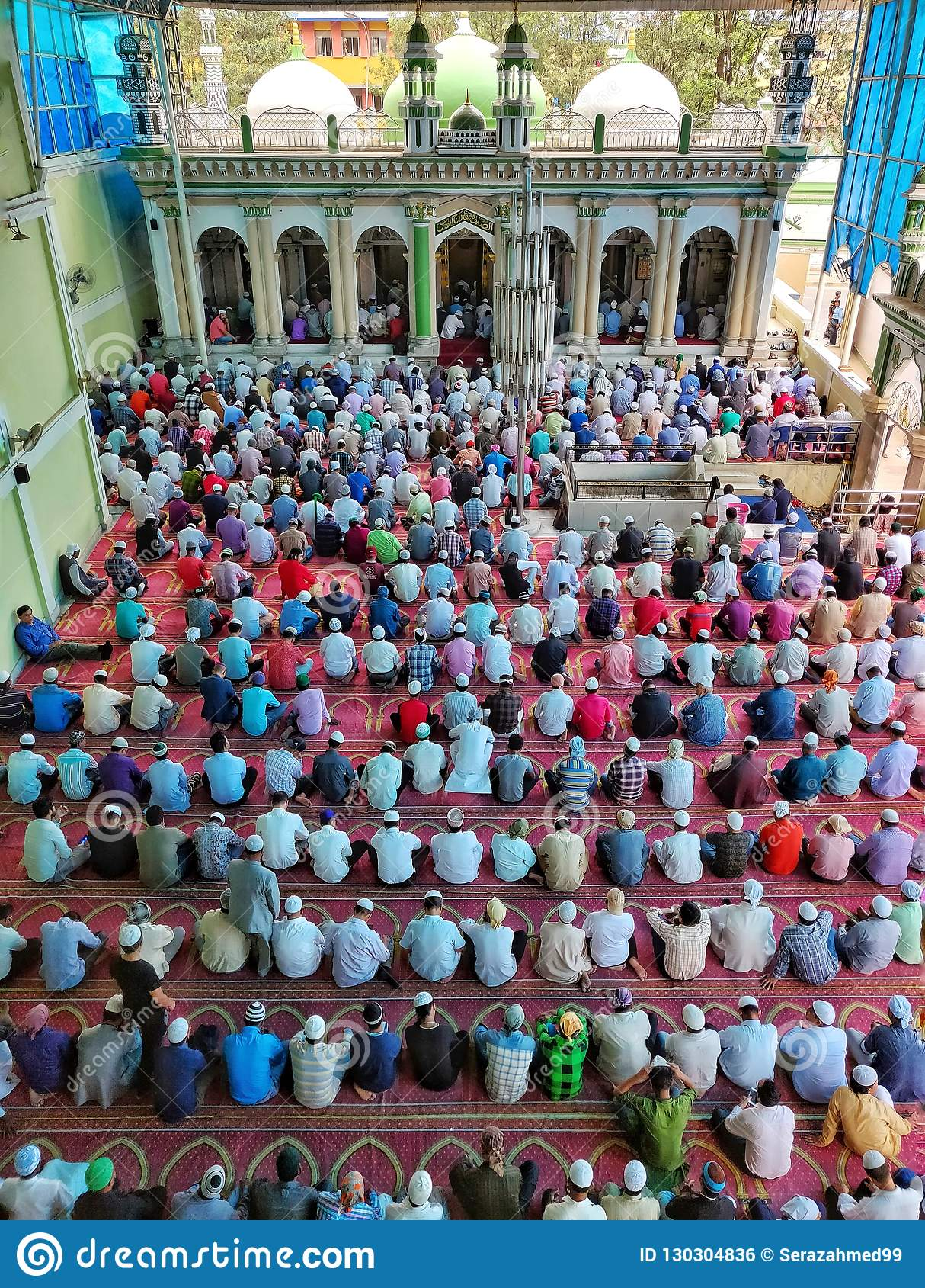 Patiti islamici che offrono le preghiere