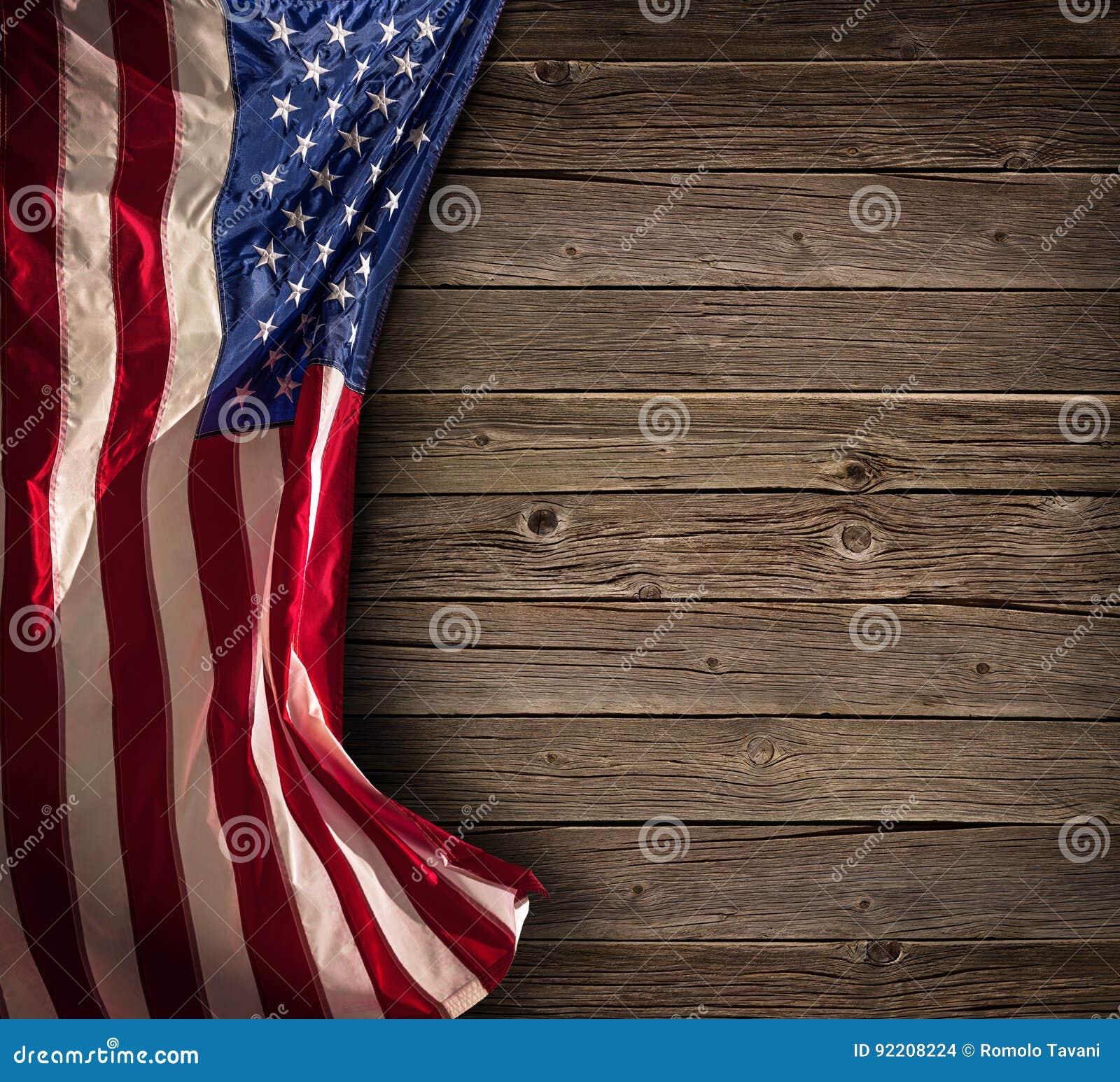 Patriotische amerikanische Feier - gealterte USA-Flagge