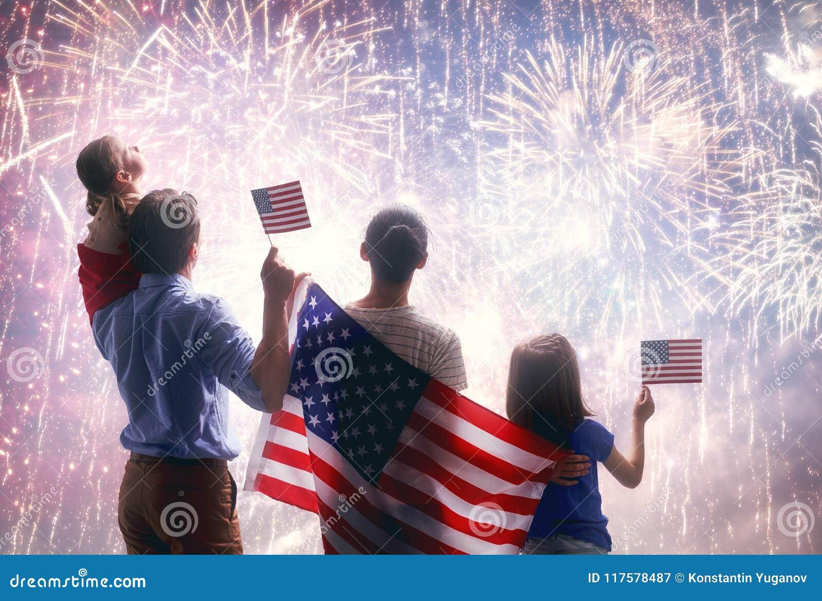 Patriotisk ferie lycklig familj