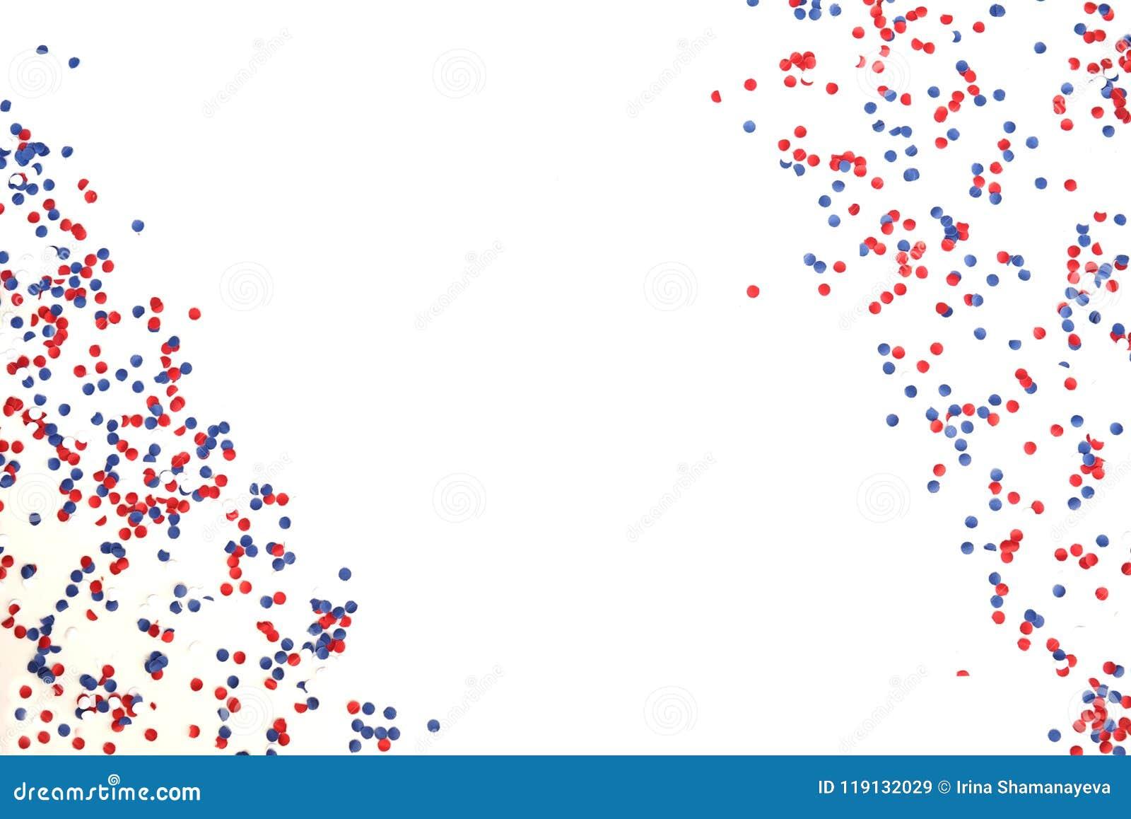 Patriotism, självständighetsdagen USA, Ryssland, Frankrike, Serbien, konfettier och godis som vit-blått-är röda i en glass krus p