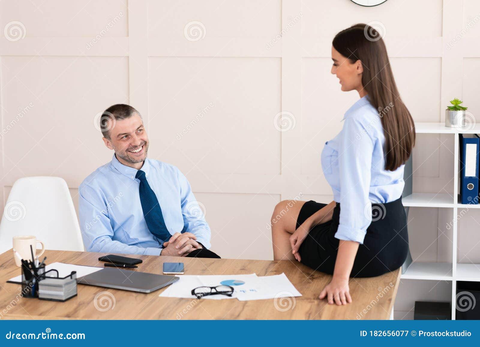 flirter avec une fille au travail
