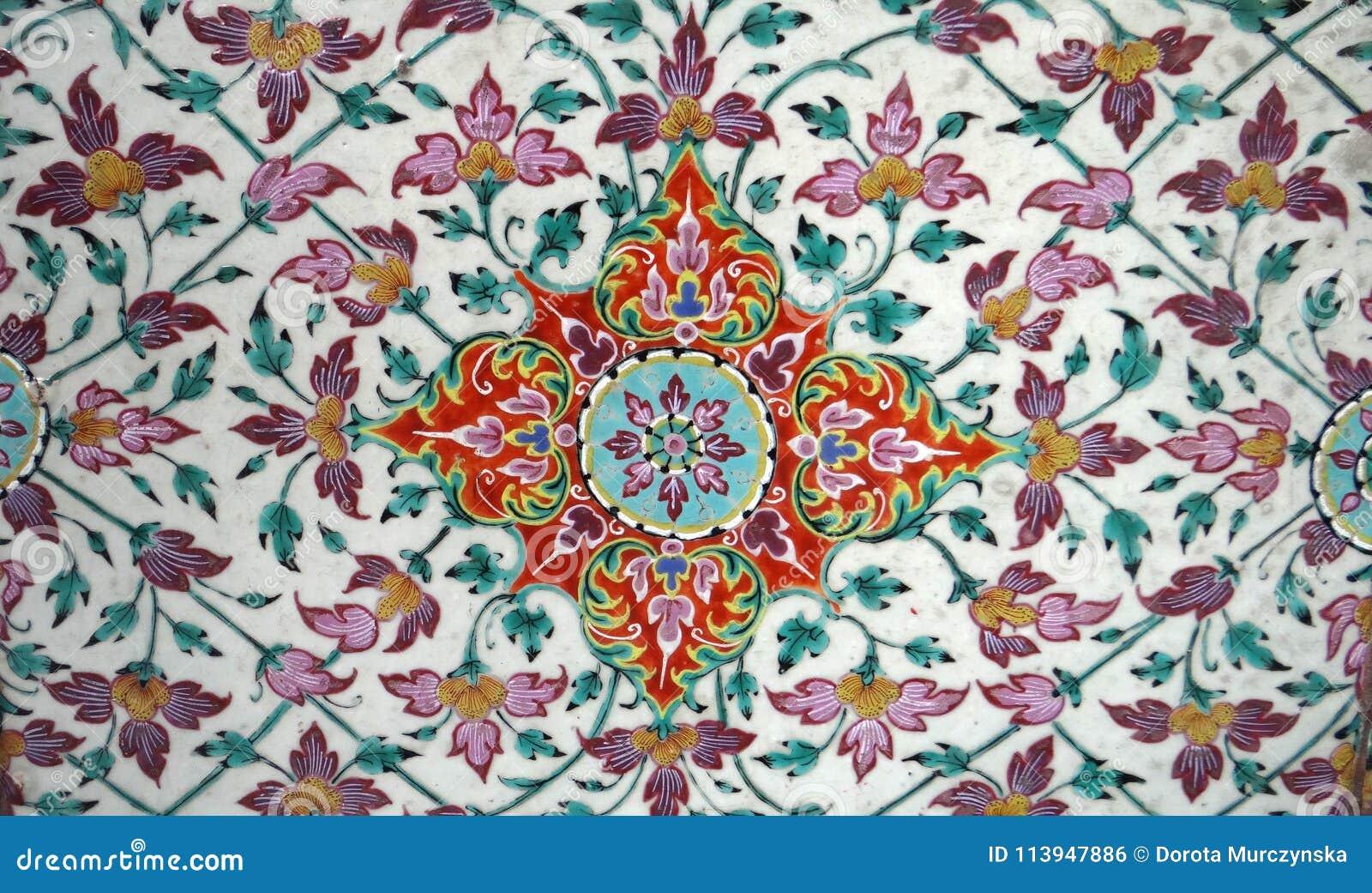 Patroon van de het ornament geometrische rode groene oude tegel