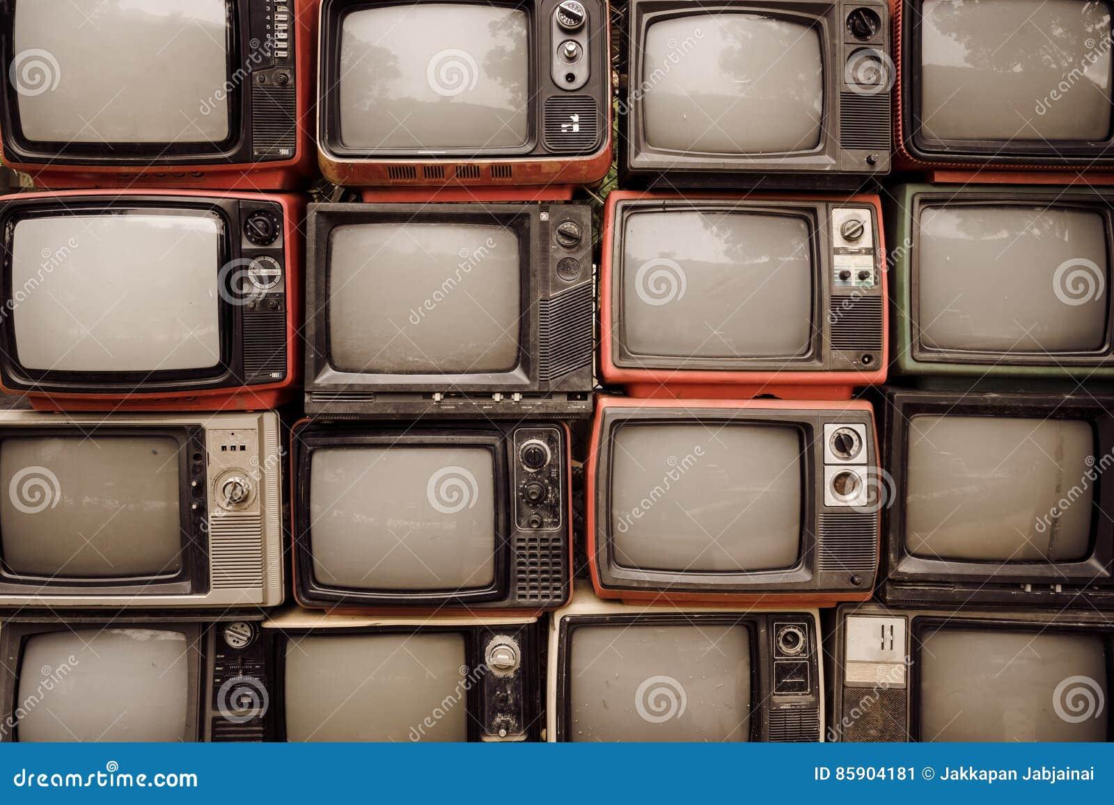 Patroonmuur van stapel oude retro televisie