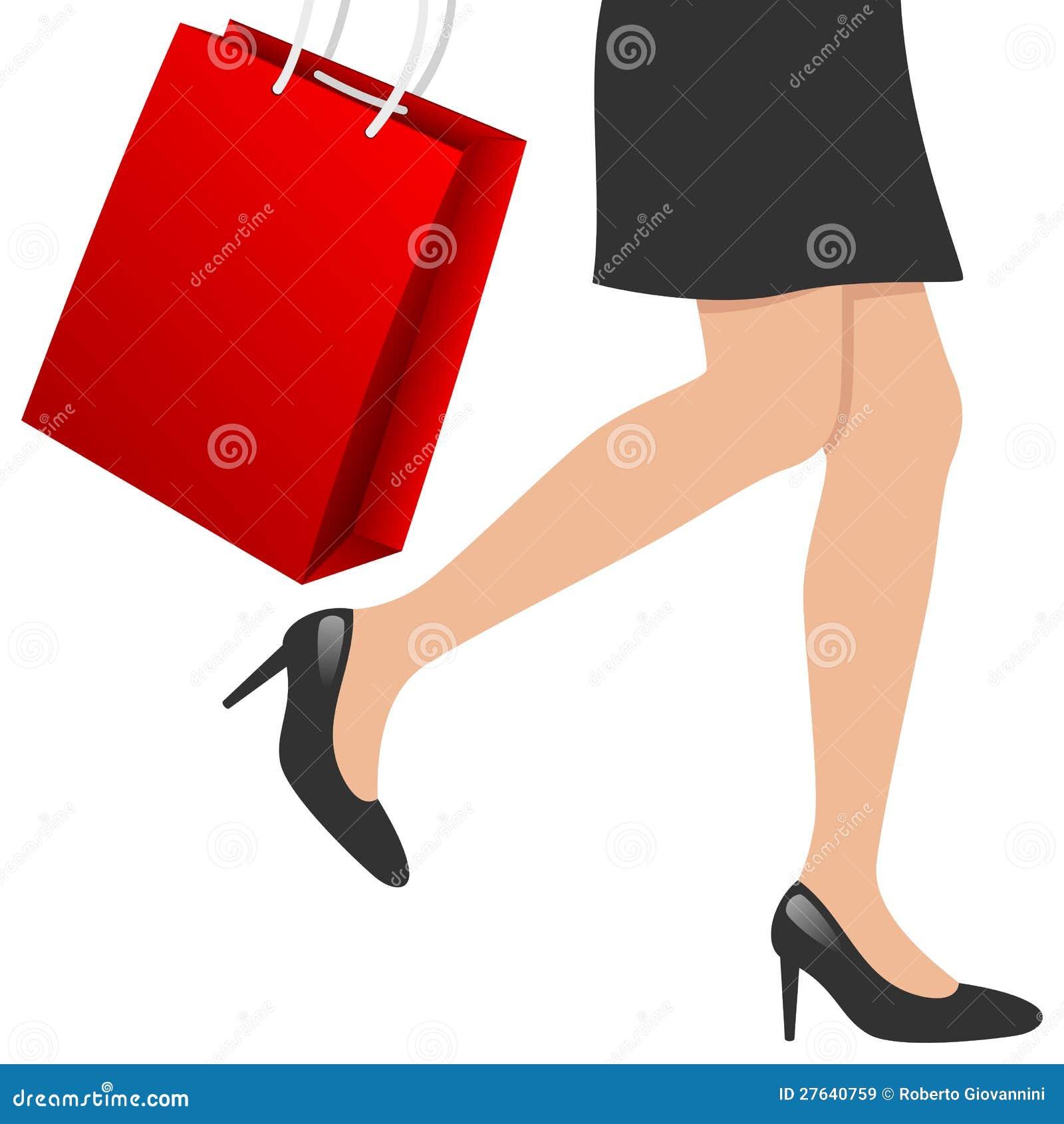 Pattes de femme avec le sac à provisions
