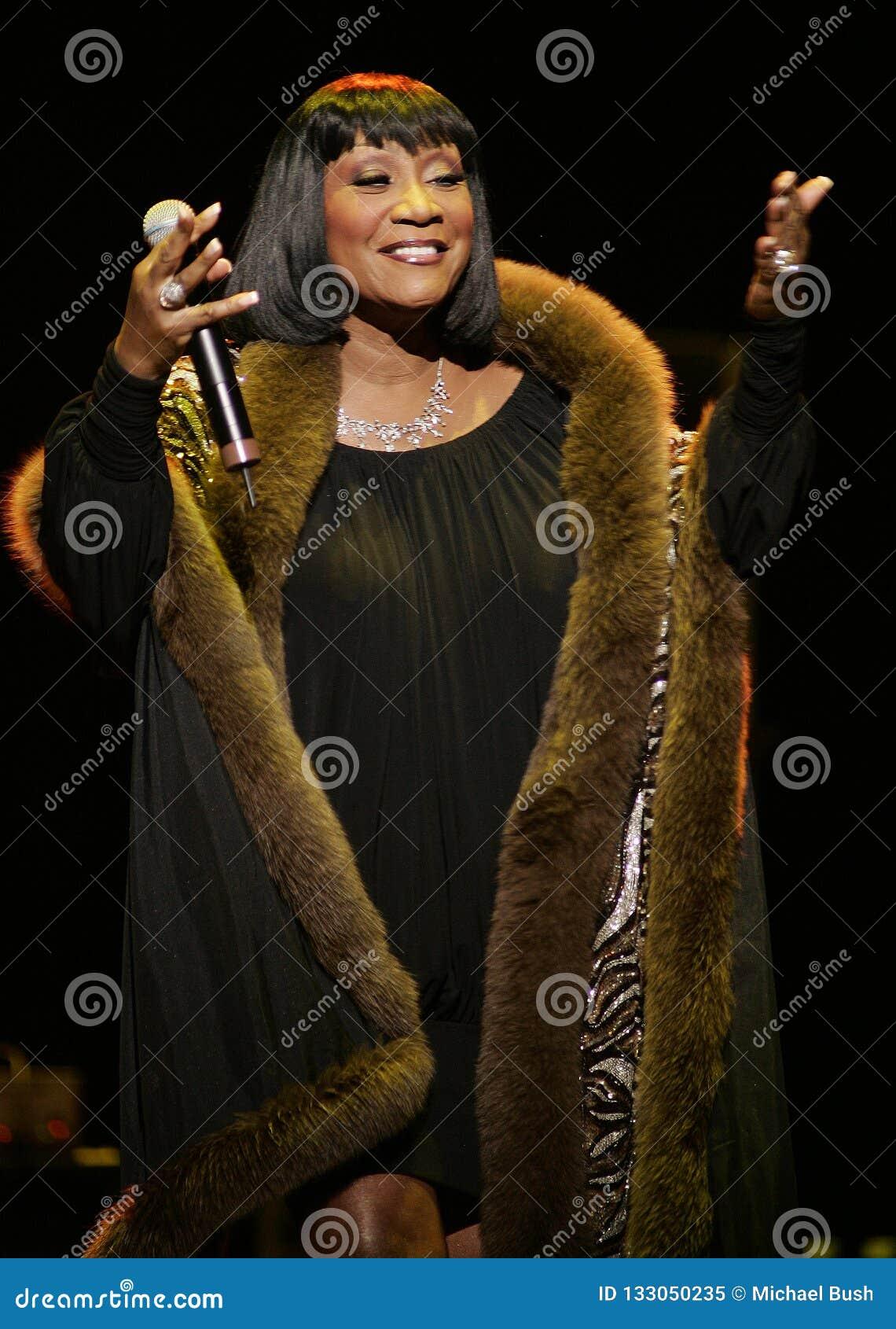 Patti LaBelle esegue di concerto