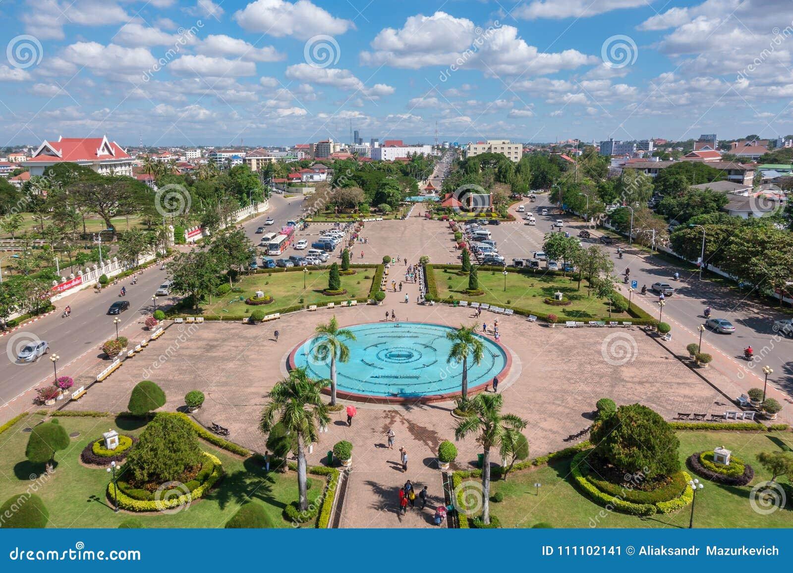 Patuxay park w Vientiane, widok z wierzchu Patuxai bramy,