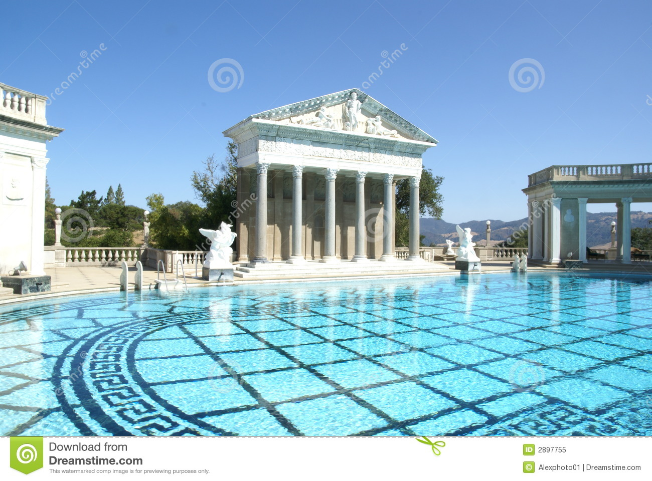 Reflecting Pool and classic Greek architecture at the J. Paul Getty ...