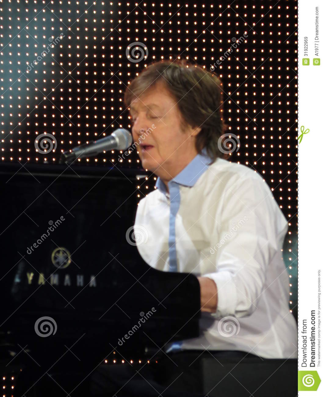 Download Paul McCartney Live In Vienna 2013 Editorial Stock Image