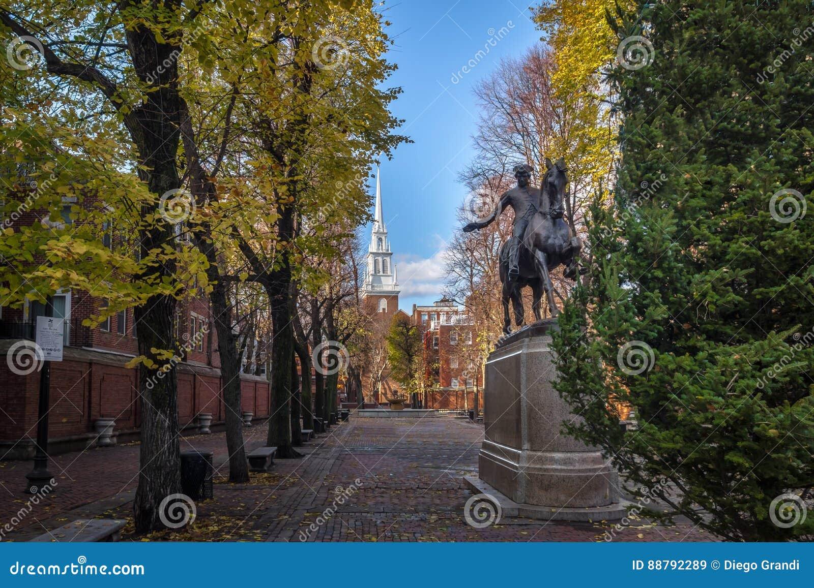 Paul Revere Statue und alte Nordkirche - Boston, Massachusetts, USA
