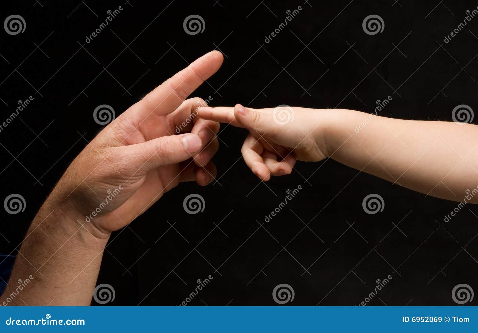 Paumes de Mens et d enfant essayant de communiquer