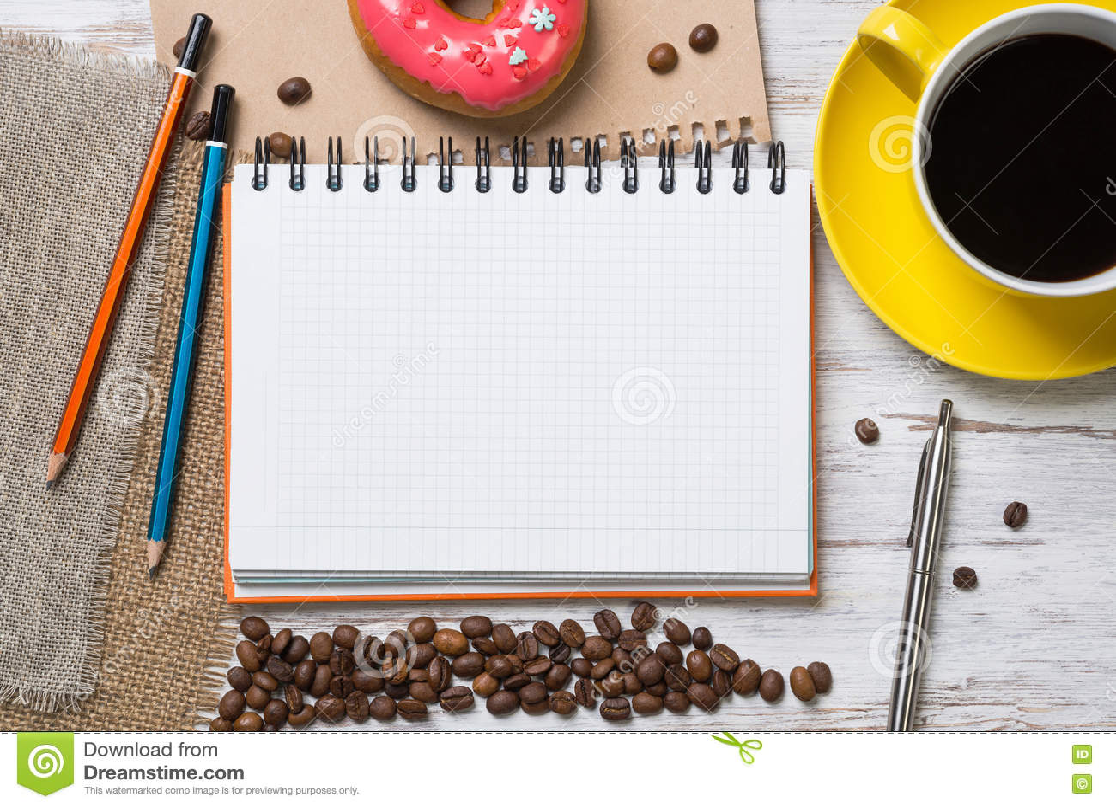 Pause-café avec le casse-croûte