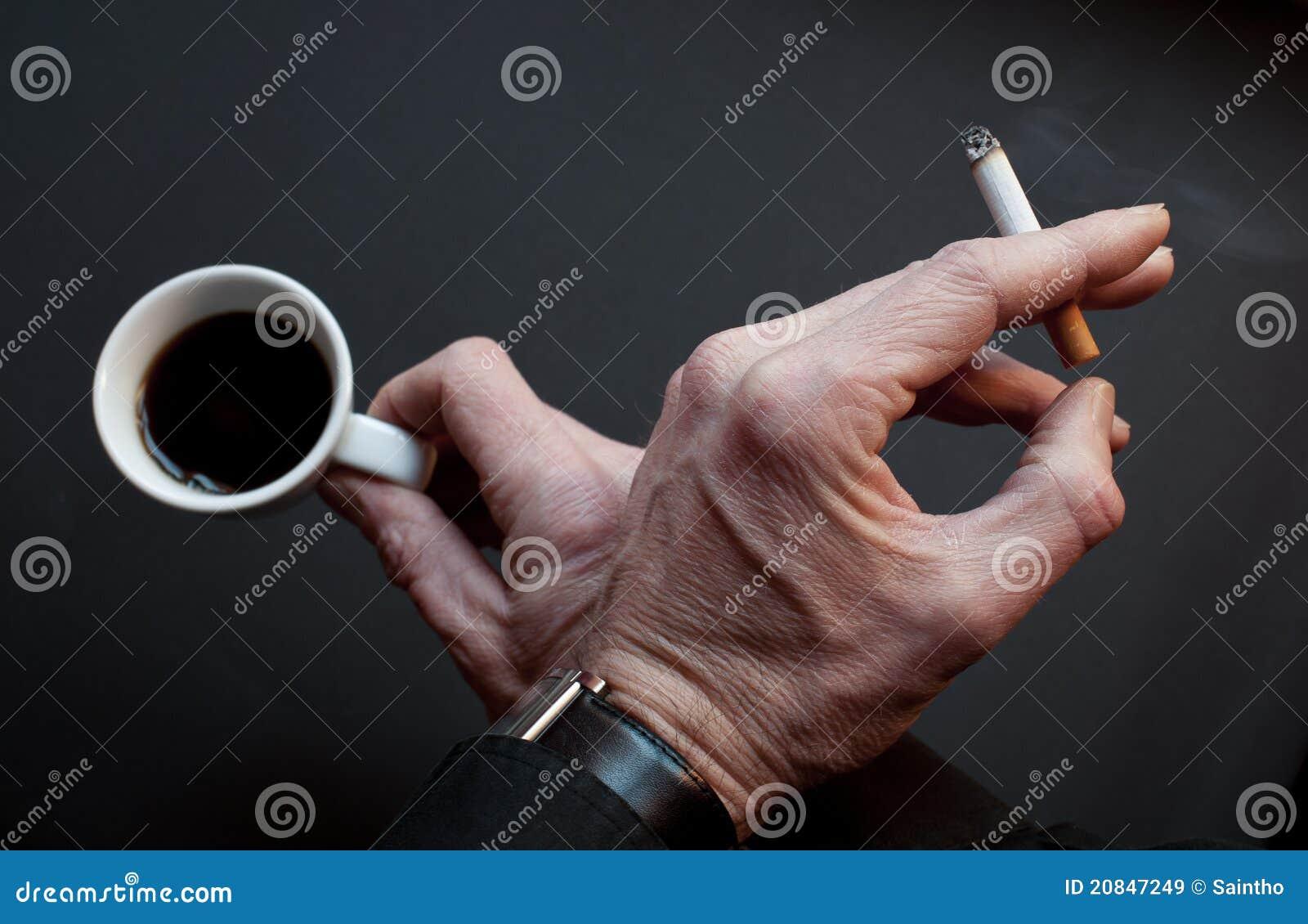 Pauze met koffie en sigaret