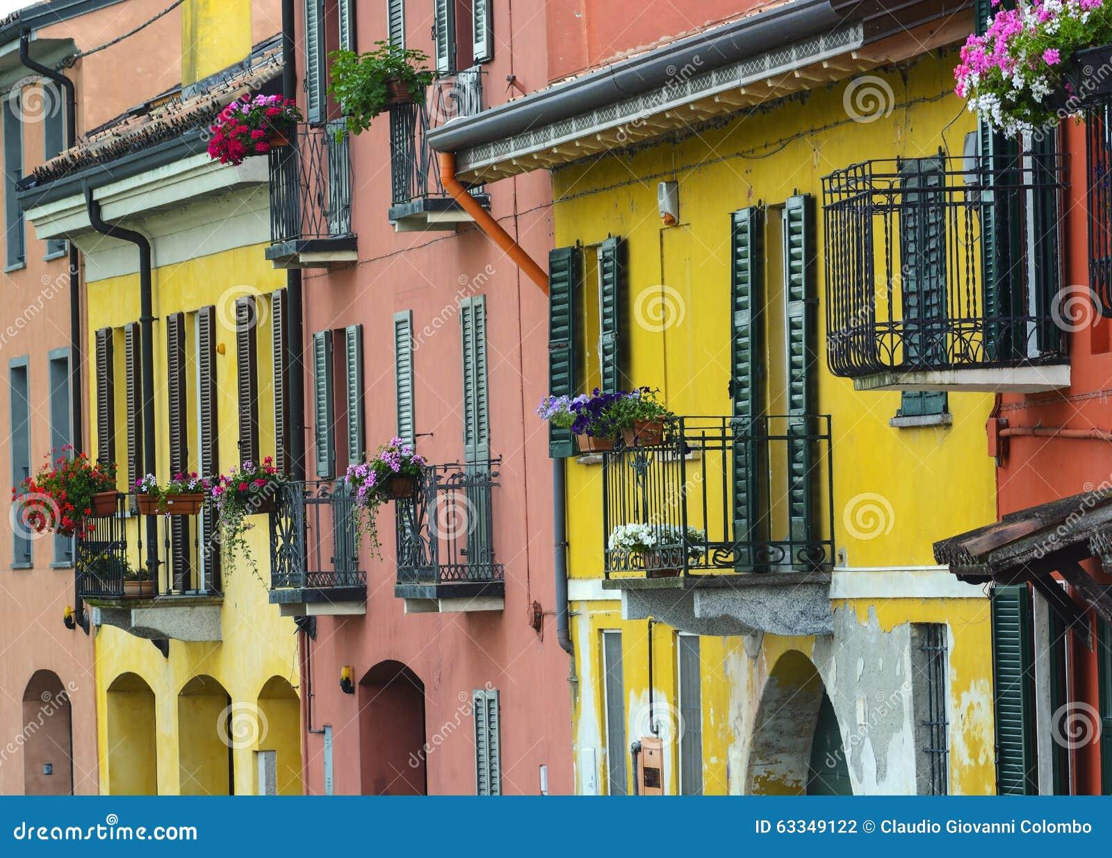 Pavía (Italia): casas coloridas