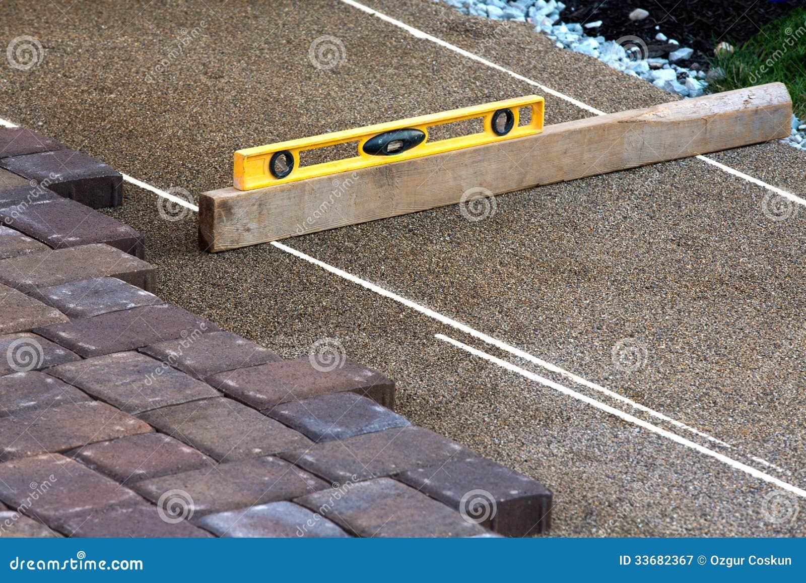 Укладка тротуарной плитки своими руками: пошаговый