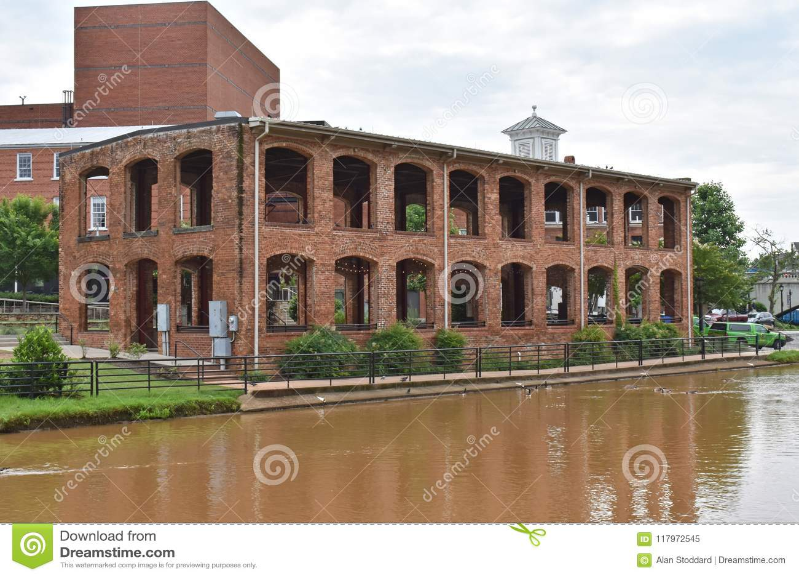 Pavilhão de Wyche no rio estridente
