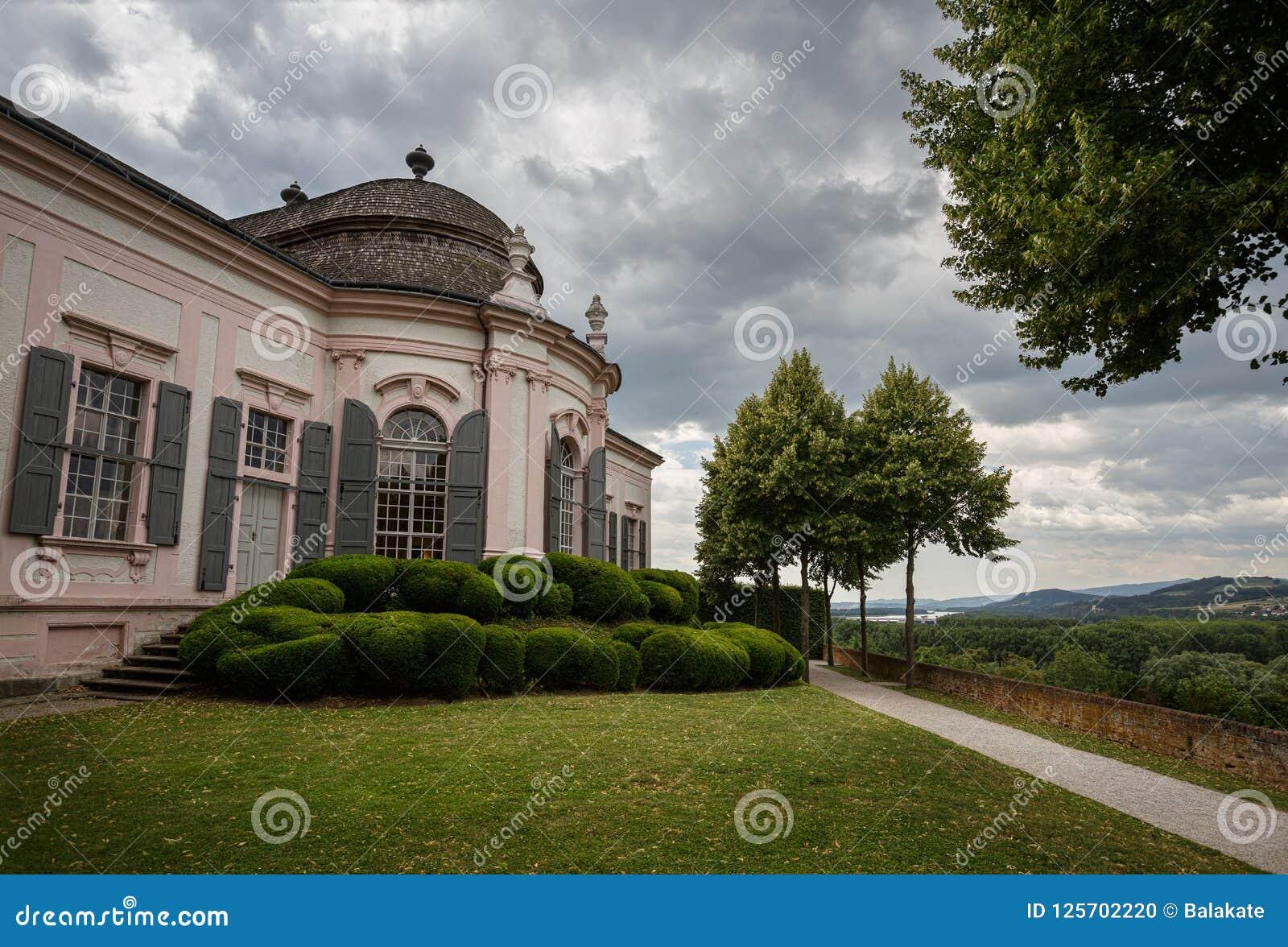 Pavilhão do jardim do século XVIII no parque da abadia de Melk Melk, Baixa Áustria