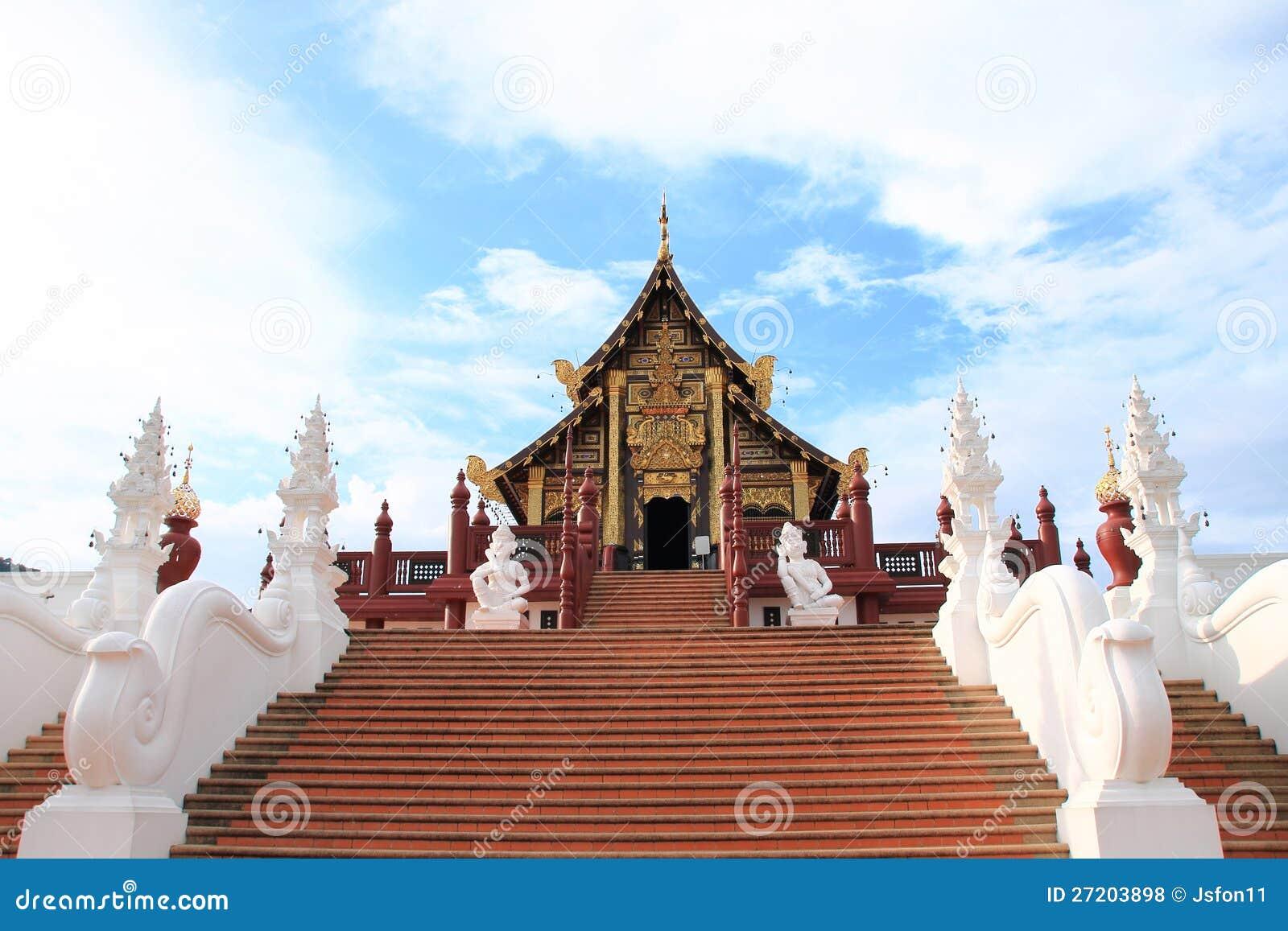 Pavilhão real de Ho Kham na flora real Ratchapruek