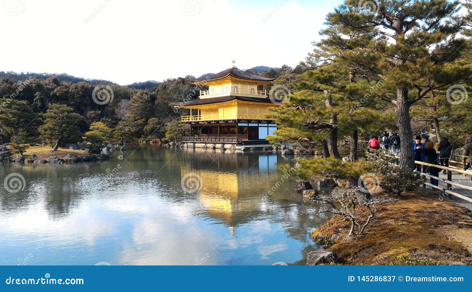 Pavilh?o dourado de Kinkakuji em Kyoto, Jap?o