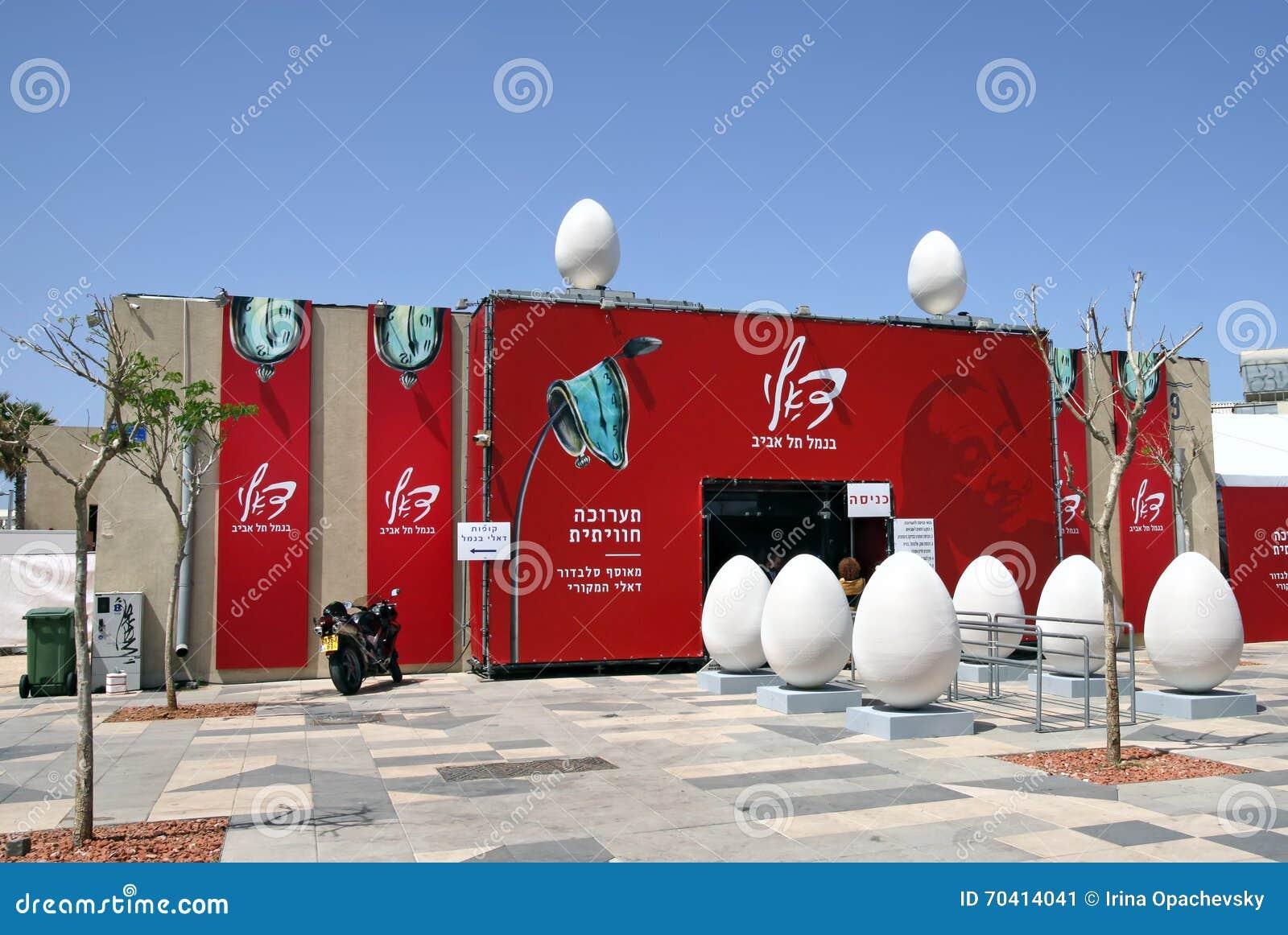 Paviljoen Met De Tentoonstelling Van De Werken Door Salvador Dali