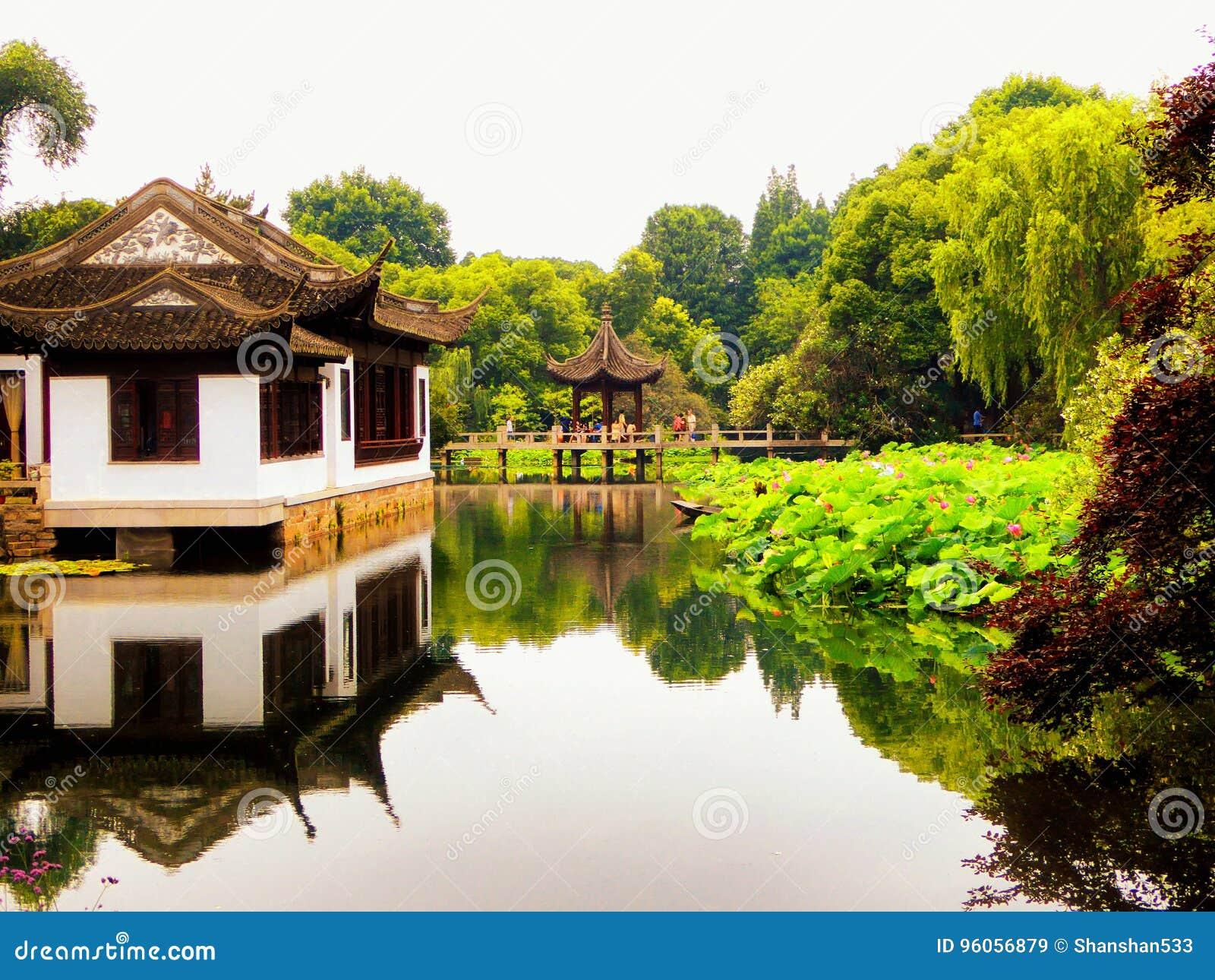 Pavillon à l intérieur de jardin de Guyi