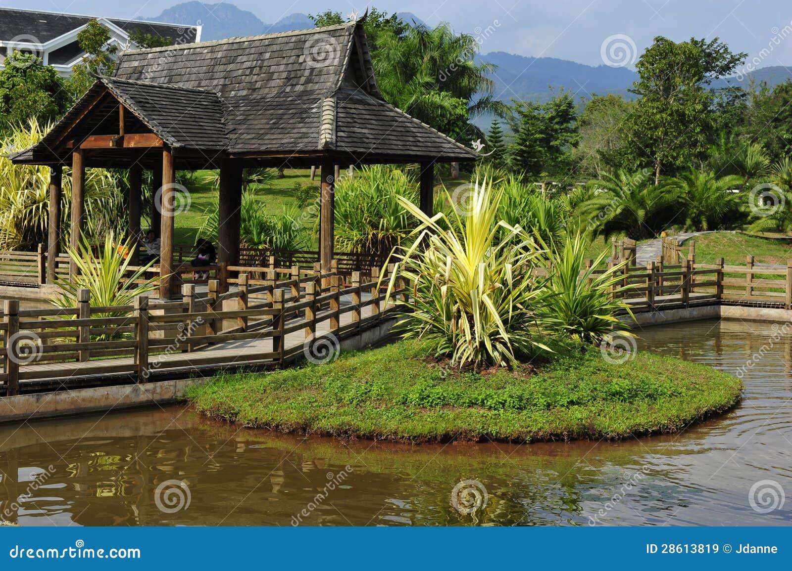 Pavillon de jardin de chinois traditionnel image stock for Conception jardin chinois