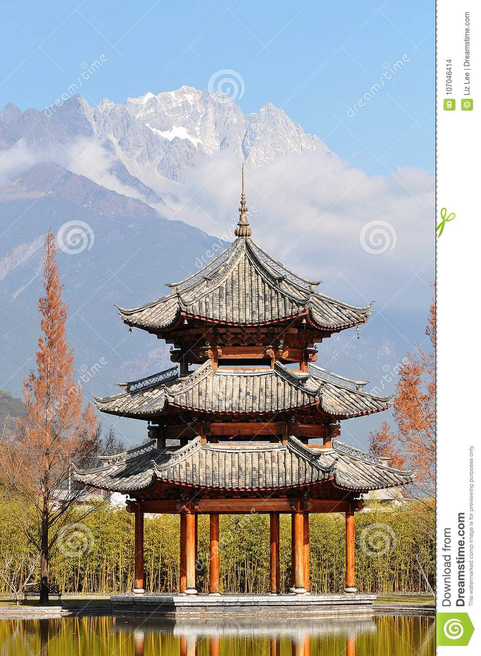 Pavillon und Jade Dragon Snow Mountain