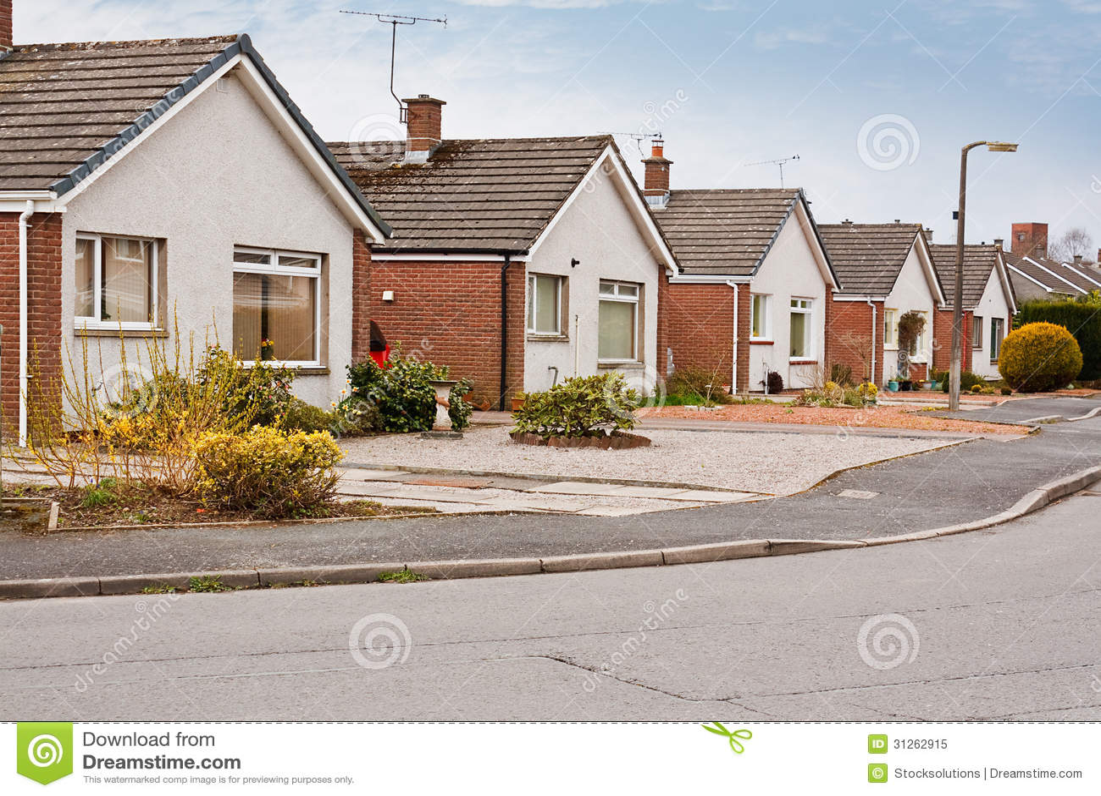 pavillons suburbains sur le lotissement photo libre de droits image 31262915. Black Bedroom Furniture Sets. Home Design Ideas