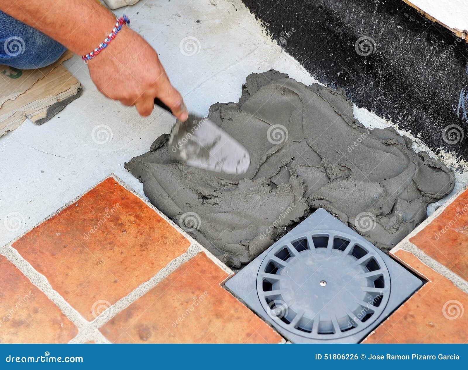 Pavimentazione del pavimento del cortile di una casa con la