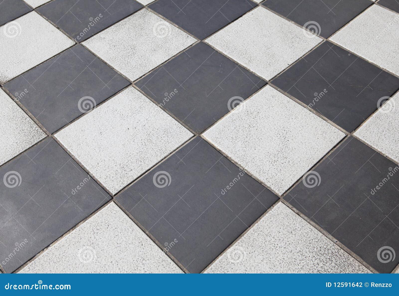 Pavimento coperto di tegoli in bianco e nero fotografia for Pavimento bianco e nero