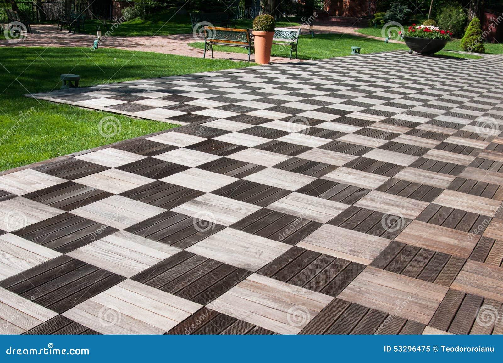 Pavimento da madeira do jardim imagem de stock imagem - Pavimento de exterior ...