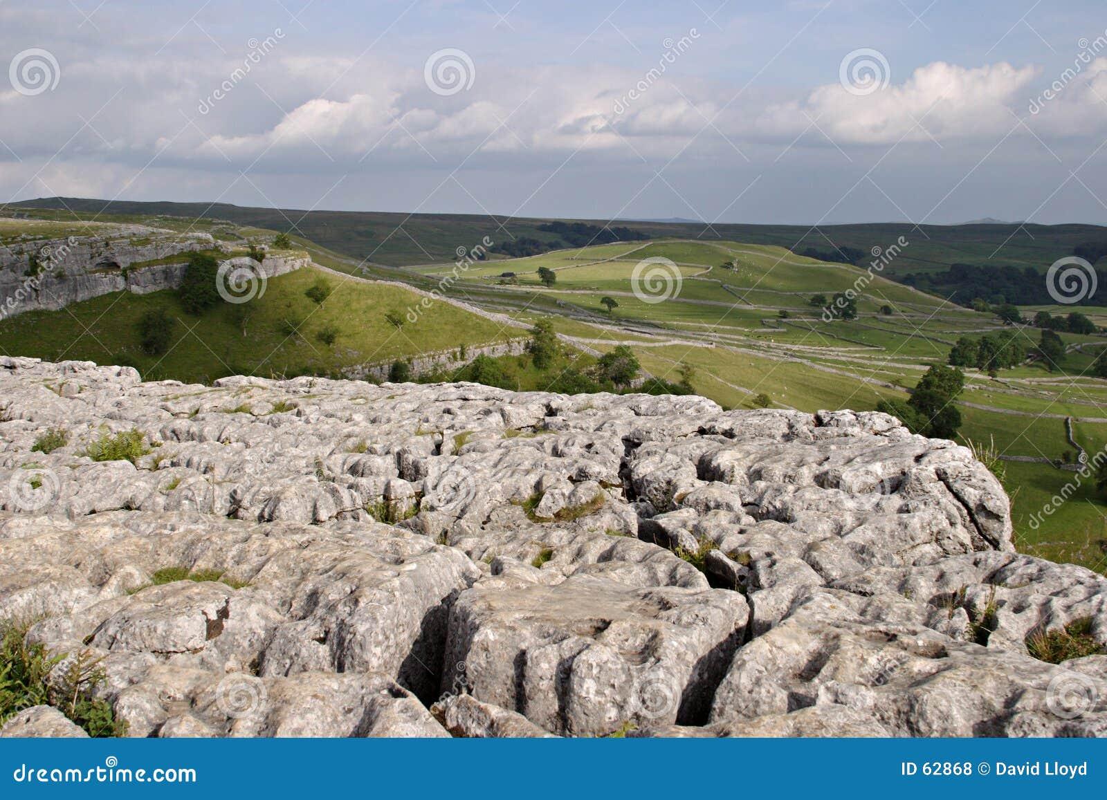 Pavimento de piedra caliza