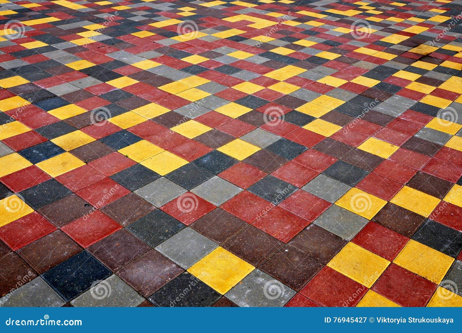 Pavimento de tejas concretas cuadradas