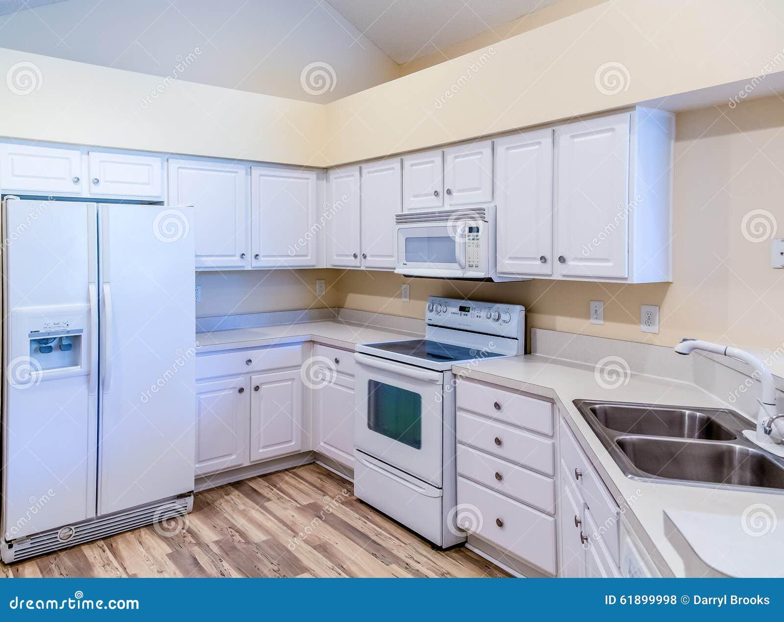 Piastrelle cucina bianche elegant cucina la voglio tutta for Piastrelle cucina bianche quadrate
