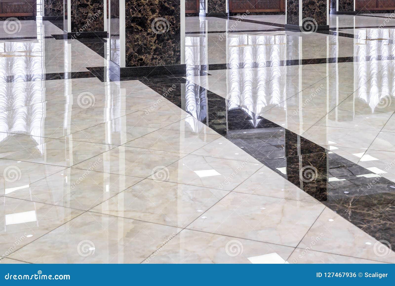 Pavimento di marmo nell ingresso di lusso dell ufficio o dell