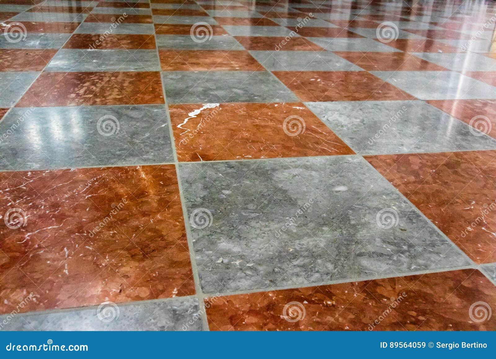 Pavimento Rosso E Bianco : Pavimento di marmo rosso e bianco immagine stock immagine di