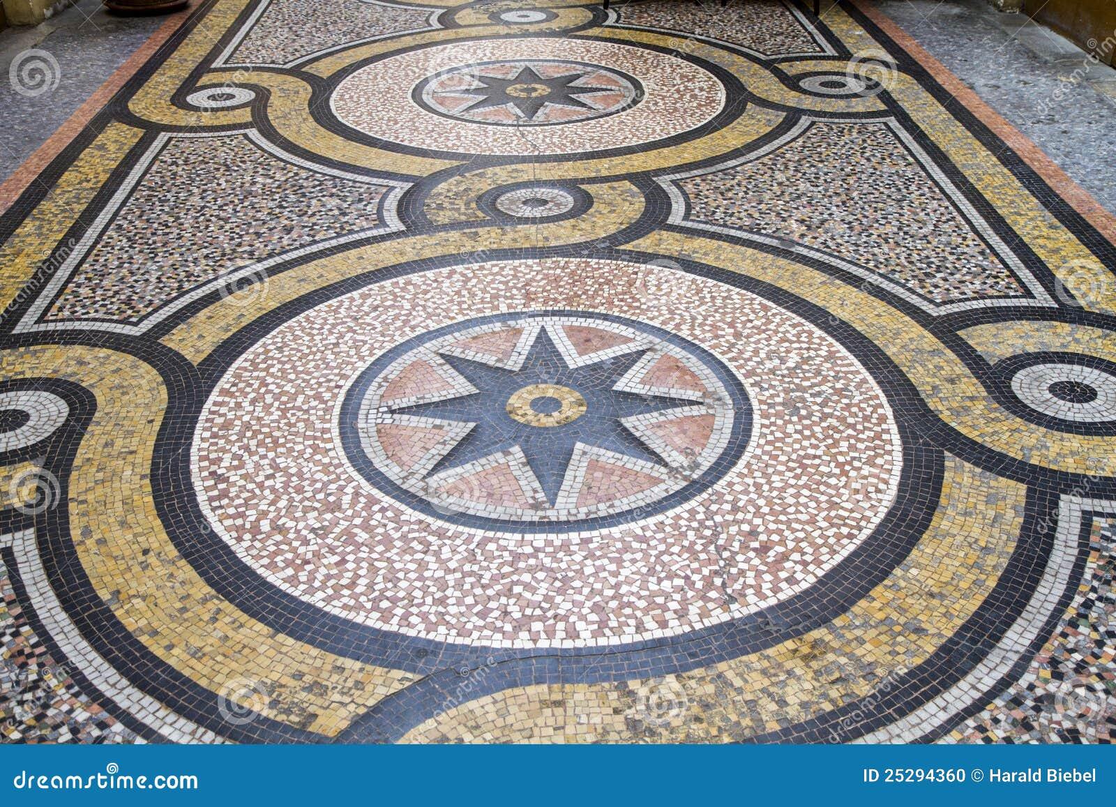 Pavimento di mosaico storico parigi fotografia stock for Pavimento con mosaico