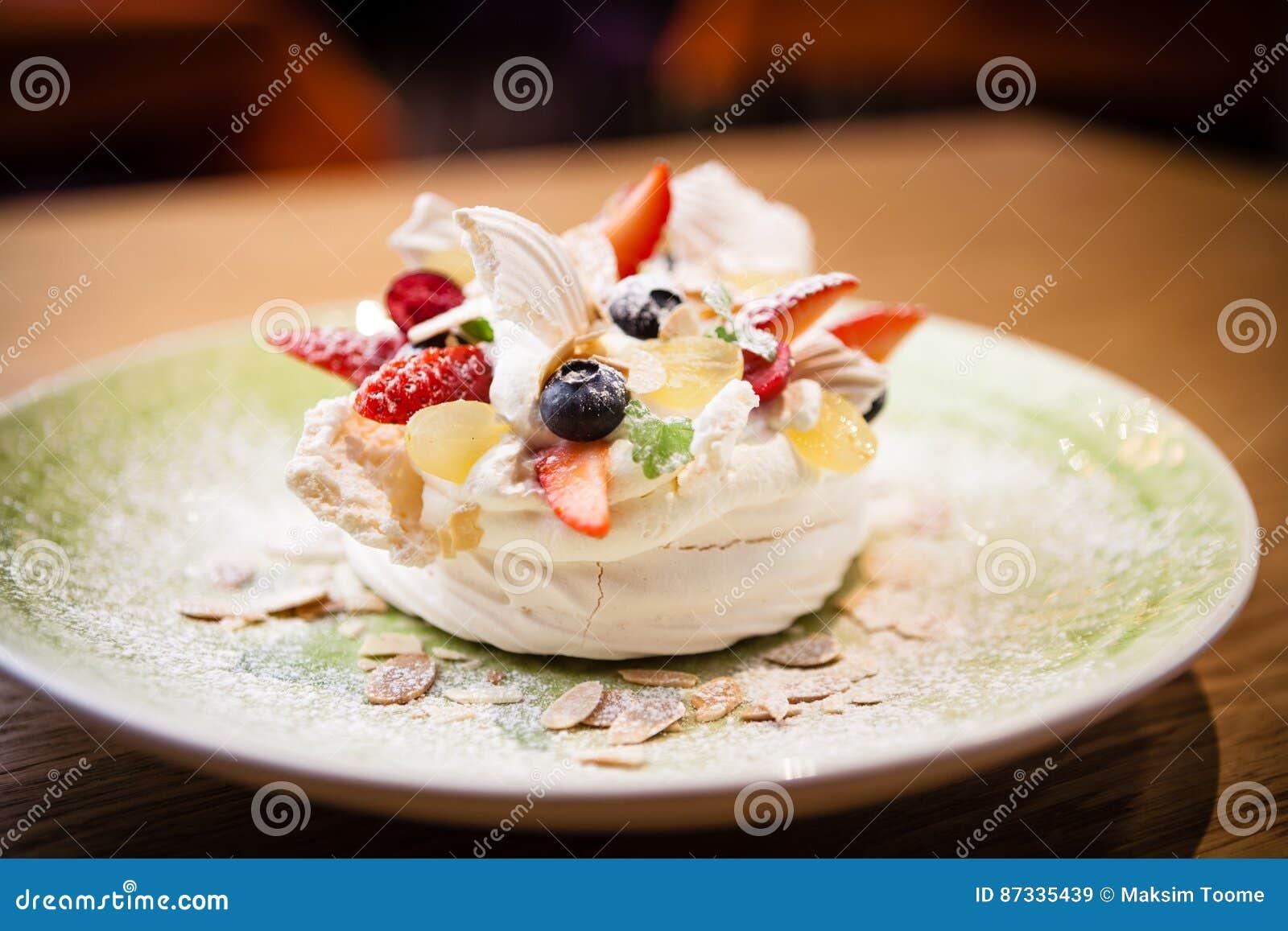 Pavlova, una casa ha fatto il dolce dagli strati di meringa