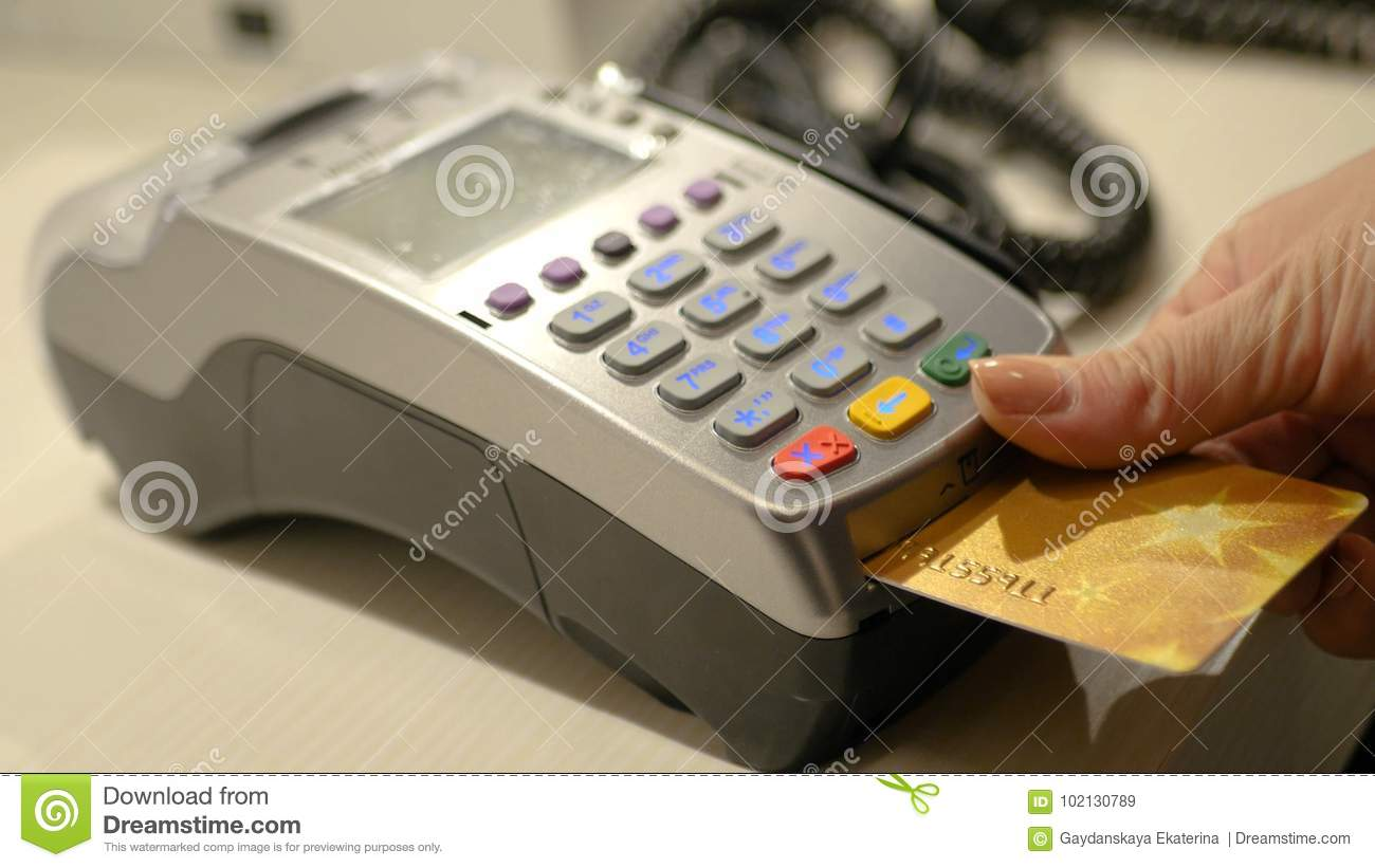 Pay for purchases, insert a bank card into the terminal. HD