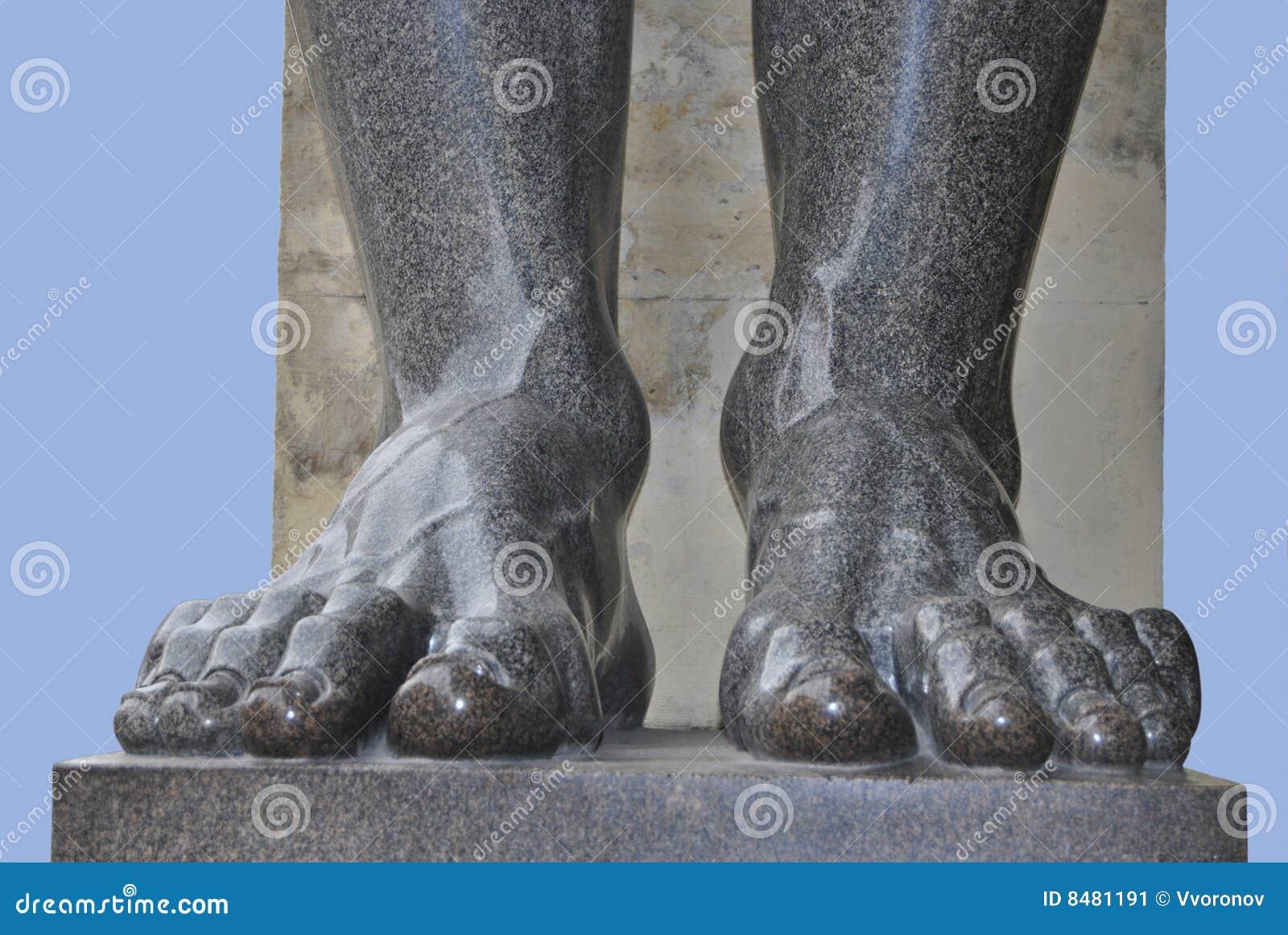 Paye de la statue de granit