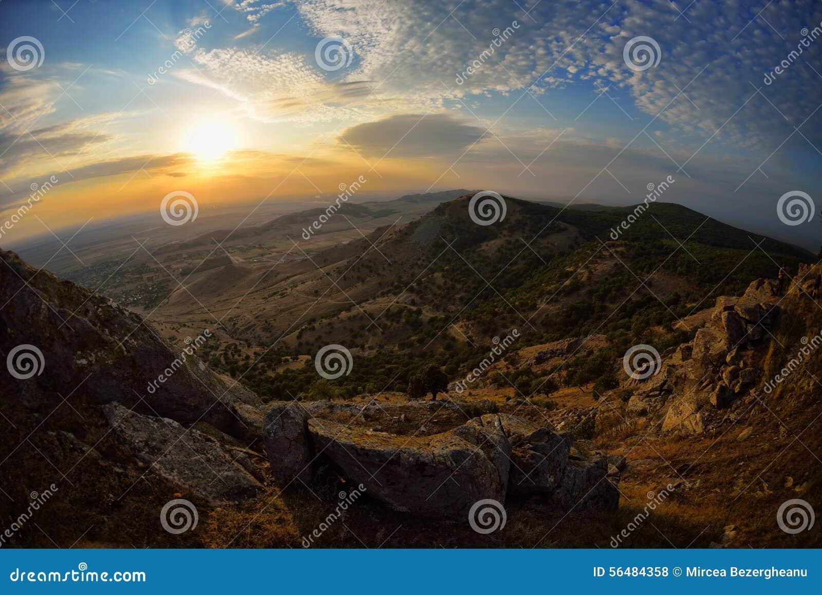 Paysage au coucher du soleil/au lever de soleil